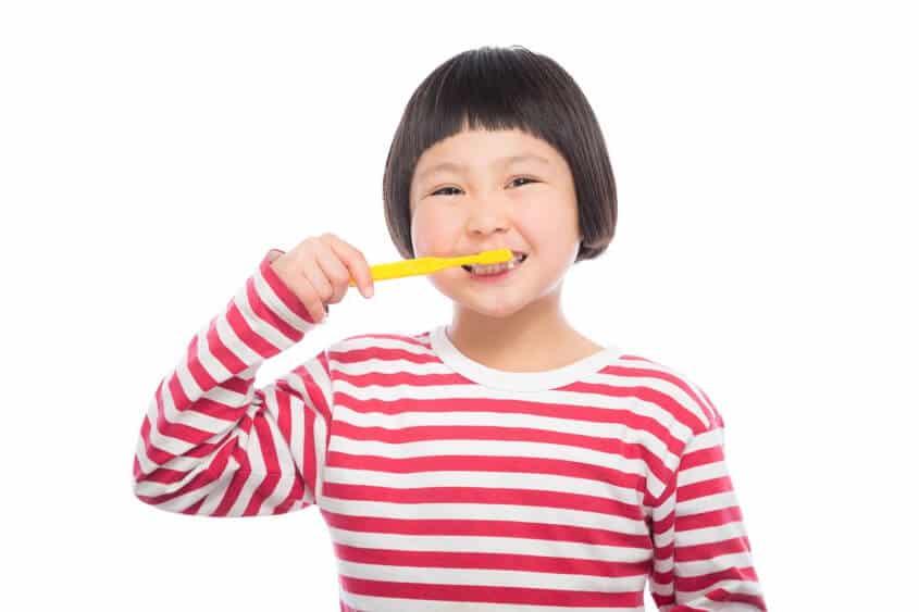 小朋友刷牙